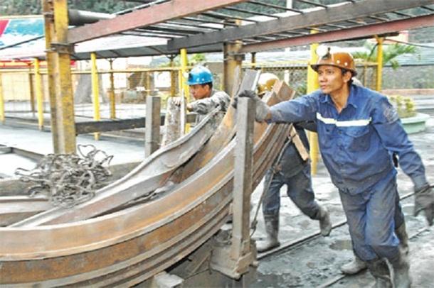 Efficiently mechanized underground coal mining
