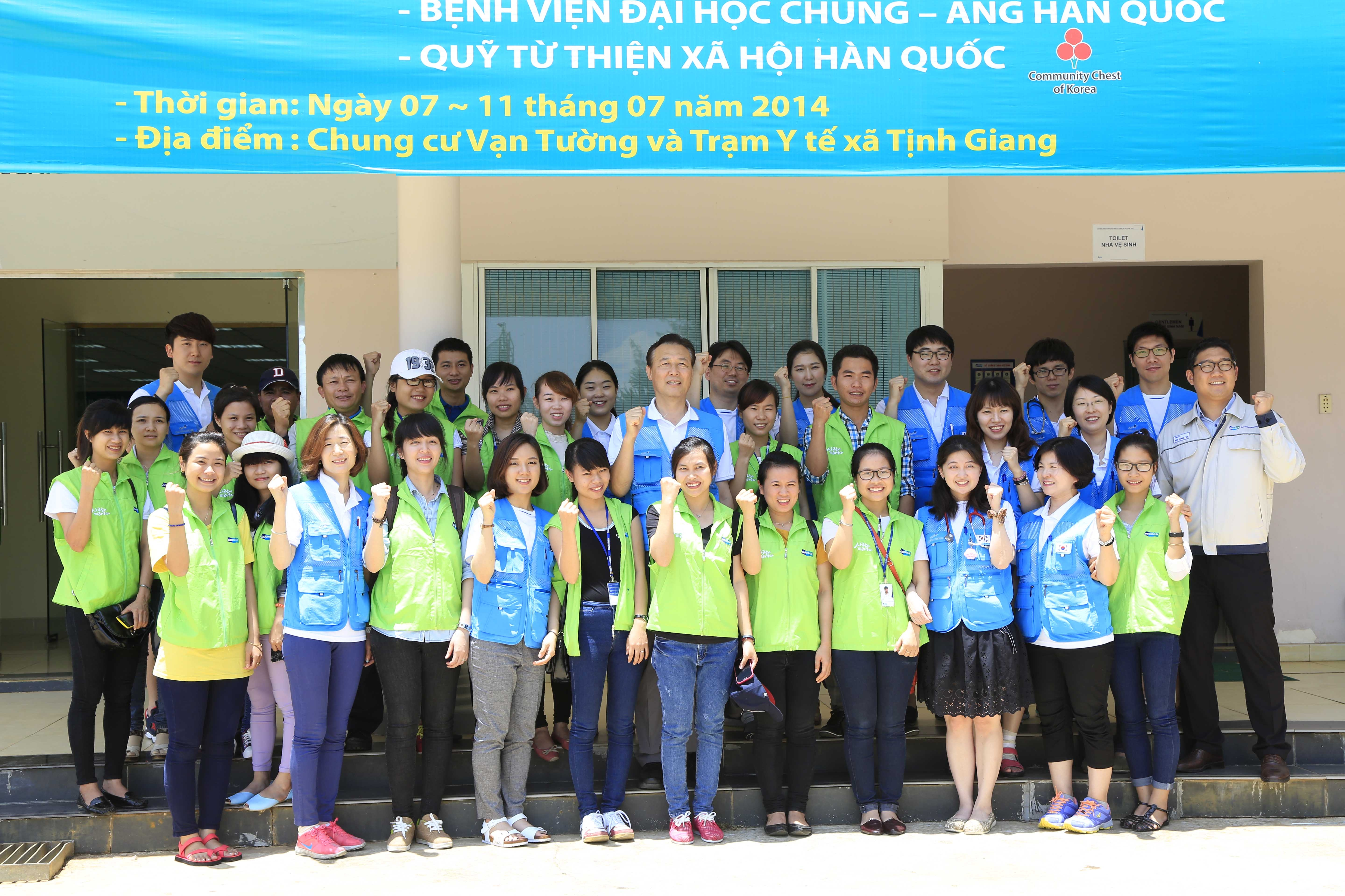 Doosan attends the 6th annual medical service at Quang Ngai province