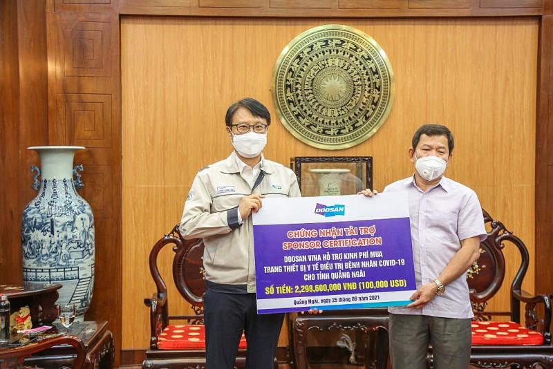 Doosan Vina sponsored nearly 2.3 billion VND to help Quang Ngai province fight Covid-19