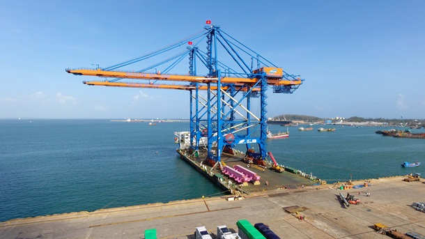 Doosan Vina completed the six giant ship-to-shore cranes for Gemadept - CMA CGM