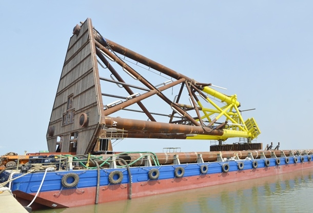 Launching the Thai Binh exploiting rig base