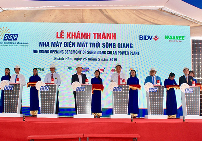 Inaugurating Song Giang solar power project