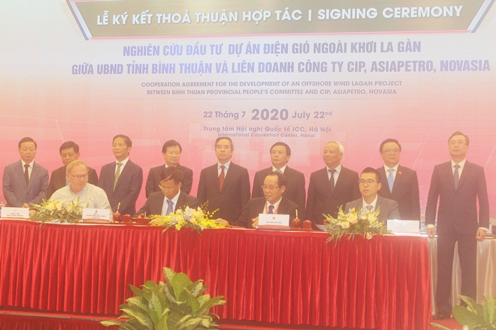 Signing MOU on developing La Gan off-shore wind power project