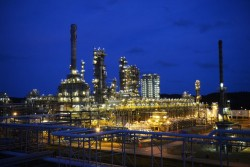 vietnams sole oil refinery hoping to strike it rich with 85 million stake sale
