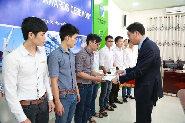 Doosan's Vietnamese Scholarships Pass the Quarter Million Dollar Mark