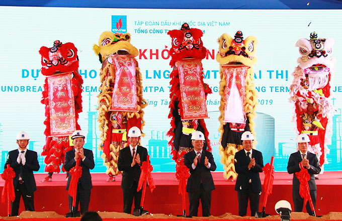 Start to construct Thi Vai LNG Storage Project (phase 1)