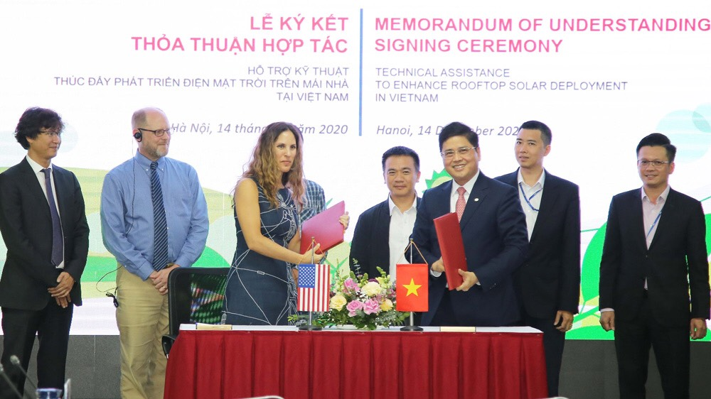 The US assists Vietnam in developing rooftop solar power