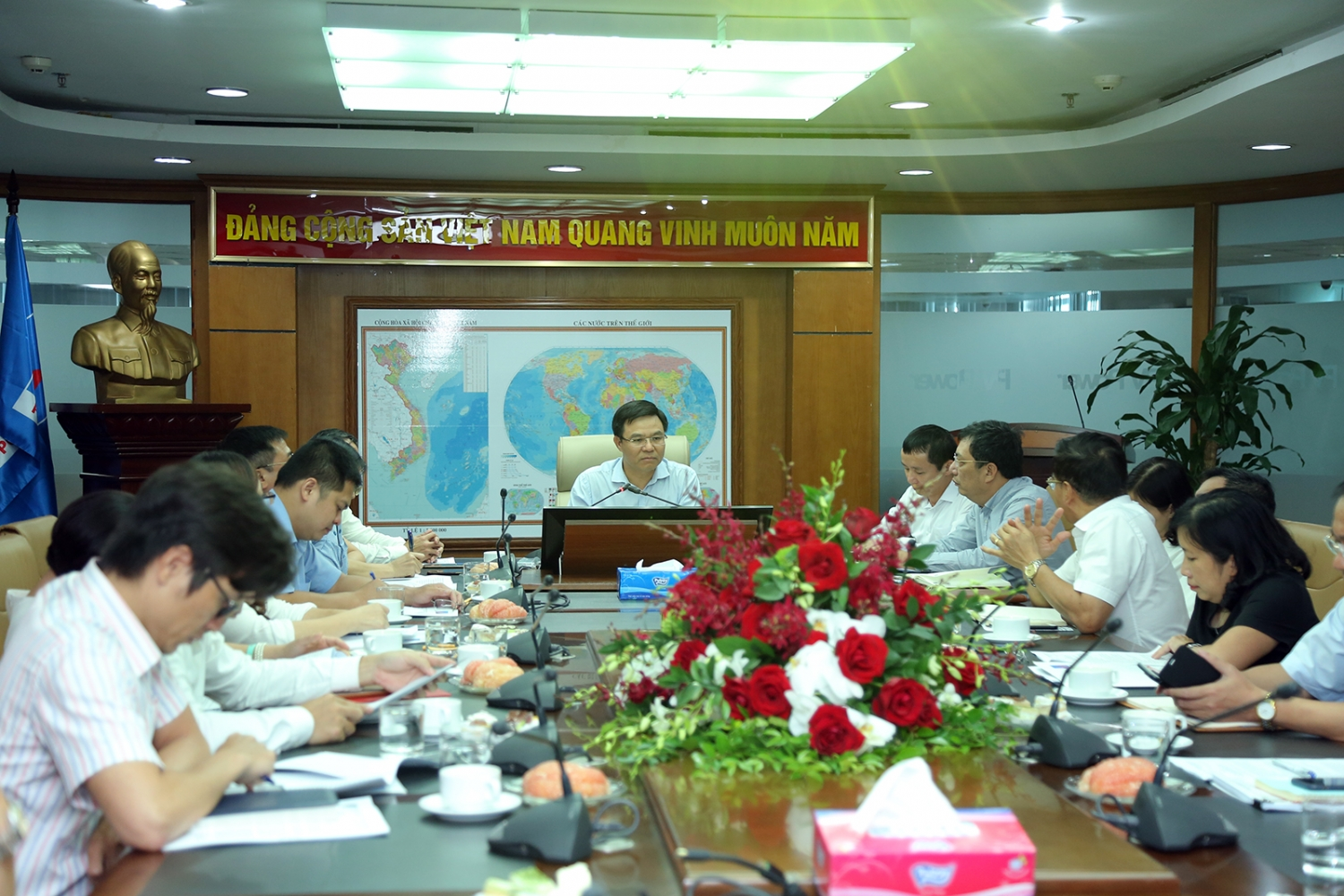 The General Director of PVN supports PV Power to invest in renewable energy